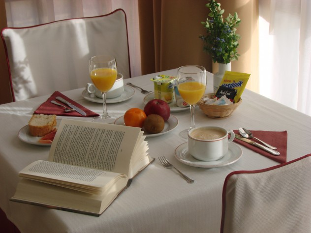 Servicios de desayunos, menús para grupos, cenas de empresa, comidas familiares, amplia carta y raciones, horno de leña, en Vidiago, Llanes 985411011